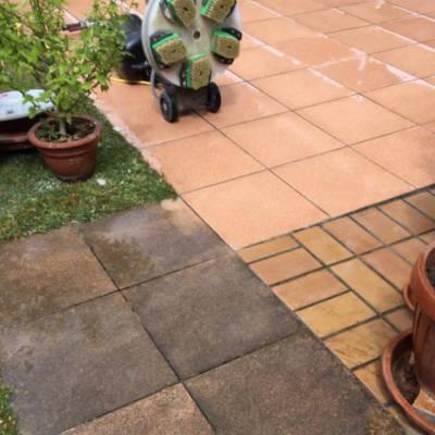 Bild einer Terrassen-Bodenplatten-Reinigung mit Reinigungsgerät