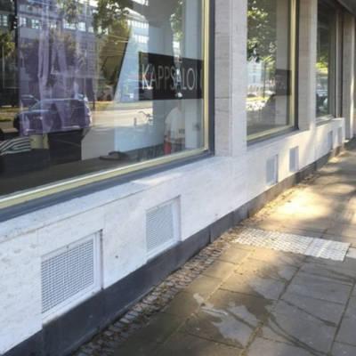 Bild eines Ladengeschäfts mit gereinigter Fassade