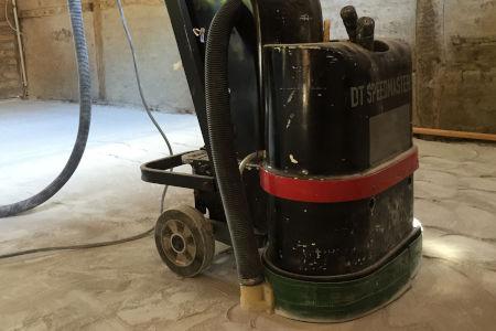 Bild einer Schleifmaschine im Einsatz